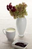 Filiżanka mleko i dżem Obrazy Royalty Free