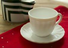 filiżanka rysujący ręka odizolowywający czajnika herbaty wektoru biel Obraz Stock