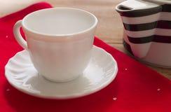 filiżanka rysujący ręka odizolowywający czajnika herbaty wektoru biel Zdjęcia Stock