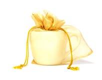 Filiżanka w torbie, ślubny prezent. Fotografia Stock