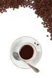 Filiżanka z Coffe fasolami odizolowywać na bielu Obrazy Stock
