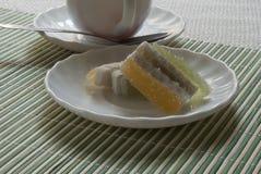 Filiżanka z herbatą i cukierkami Obrazy Royalty Free