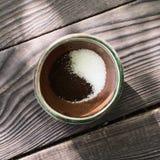 Filiżanka z kawą i cukierem Zdjęcie Royalty Free