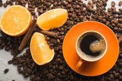 Filiżanka z pomarańczową owoc Fotografia Stock