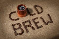 Filiżanka zimno warząca kawa zdjęcie royalty free