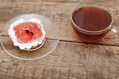 filiżanki babeczek świeża szklana herbata Obrazy Stock