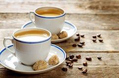 Filiżanki kawy espresso kawa z trzcina cukierem Zdjęcia Stock