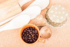 Filiżanki kawy fasola i piekarni wyposażenie Obraz Stock