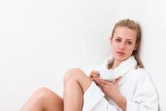 filiżanki kobieta szczęśliwa herbaciana Obrazy Stock
