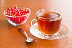 filiżanki szkła stołu herbata drewniana zdjęcia stock