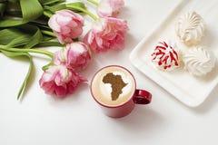 Filiżanka cappuccino z obrazkiem Afryka Fotografia Stock