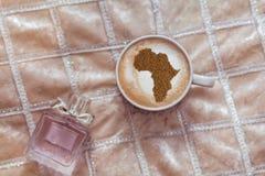 Filiżanka cappuccino z obrazkiem Afryka Zdjęcie Stock