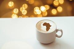 Filiżanka cappuccino z obrazkiem Afryka Obrazy Stock