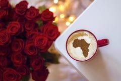 Filiżanka cappuccino z obrazkiem Afryka Fotografia Royalty Free