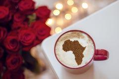 Filiżanka cappuccino z obrazkiem Afryka Zdjęcie Royalty Free