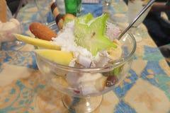Filiżanka egzotyczny owocowy lody Zdjęcie Royalty Free