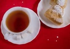 Filiżanka herbaciani i domowej roboty torty Obrazy Stock