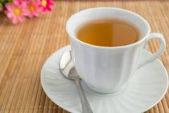 Filiżanka herbata na bambus macie Obrazy Stock