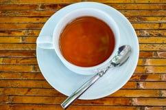 Filiżanka herbata na bambusowym talerzu Obrazy Royalty Free