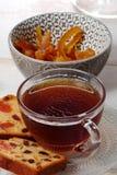 Filiżanka herbata z wysuszonym - owoc tort Zdjęcie Stock