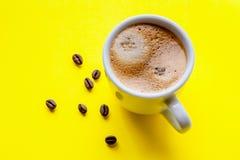 Filiżanka kawa espresso i piec kawowe fasole Obraz Royalty Free