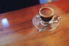 Filiżanka kawa espresso na drewnianym stole Fotografia Royalty Free