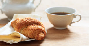 Filiżanka kawy i Croissant Fotografia Stock
