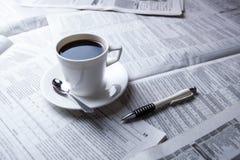 Filiżanka kawy i gazeta Obraz Stock