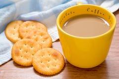Filiżanka kawy i krakers Zdjęcie Stock