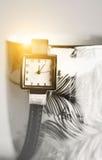 Filiżanka kawy i rocznika zegar Fotografia Stock