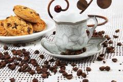 Filiżanka kawy i torty Fotografia Stock