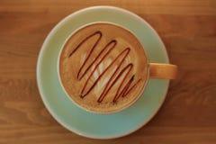 Filiżanka kawy na drewnianej desce Obrazy Royalty Free