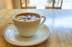 Filiżanka kawy na drewnianym tle Obrazy Royalty Free