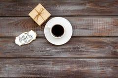 Fili?anka kawy, prezent i kopia dla Szcz??liwego dzie? ojca przyj?cia na drewnianej t?o odg?rnego widoku kopii przestrzeni, obrazy royalty free