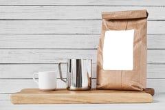 Fili?anka, rzemios?o papierowa torba i nierdzewny miotacz, obrazy royalty free