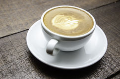 Filiżanka sztuki latte lub cappuccino kawa Zdjęcie Royalty Free