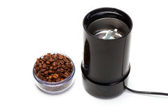 Filiżanka z kawowych fasoli elektrycznym ostrzarzem Obraz Royalty Free