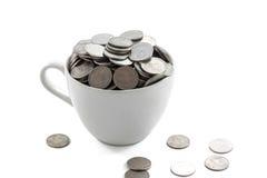 Filiżanka z monetami Zdjęcie Royalty Free