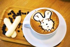 Filiżanki kawy sztuki cappuccino lub latte Obrazy Royalty Free