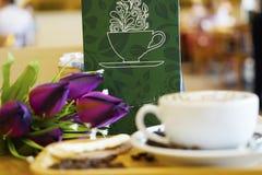 Filiżanki kawy sztuki cappuccino lub latte Zdjęcie Royalty Free