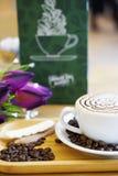 Filiżanki kawy sztuki cappuccino lub latte Fotografia Royalty Free