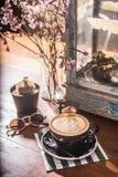 Filiżanki latte sztuk rocznika nastrój Obraz Royalty Free