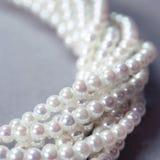 Fili intrecciati delle perle della madreperla Immagine Stock Libera da Diritti