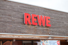 Filial de la cadena de supermercados alemana, REWE Fotografía de archivo