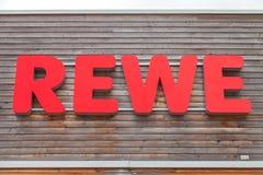 Filial de la cadena de supermercados alemana, REWE Imagen de archivo