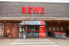 Filial de la cadena de supermercados alemana, REWE Imagenes de archivo