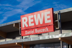 Filial de la cadena de supermercados alemana, REWE Fotos de archivo