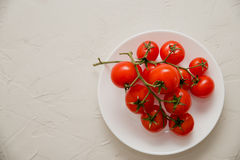 Filial de tomates de cereja frescos Espaço para o texto A vista da parte superior Fotos de Stock
