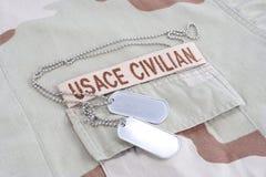 Filialband för USACE CIVILAN med hundetiketter på ökenlikformign Royaltyfria Foton