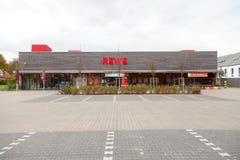 Filiale de la chaîne de supermarchés allemande, REWE Photographie stock libre de droits